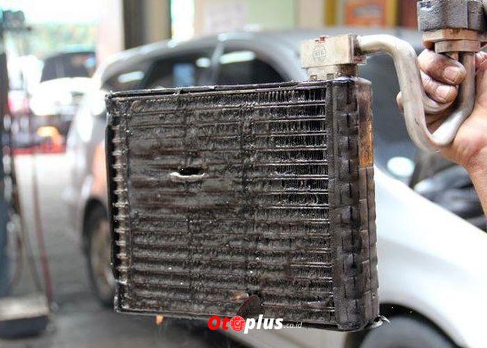 kondensator ac kotor Penyebab AC Mobil Tidak Dingin